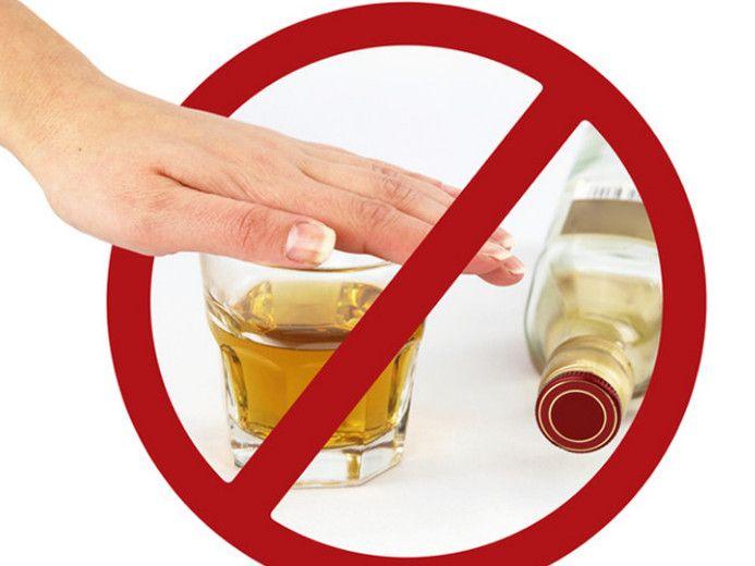 Алкоголь и катаракта: почему он противопоказан?
